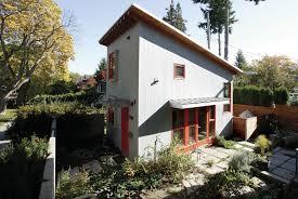 finehomebuilding com small backyard cottage in a urban neighborhood best new home
