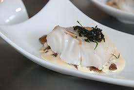 cuisine cabillaud nacrée de cabillaud sur lit de mousserons et feuilles d huître