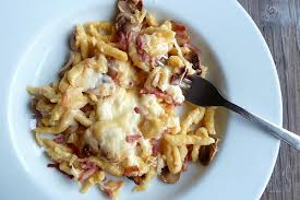 cuisiner des spaetzle gratin de spätzles aux lardons chignons et raclette aime mange