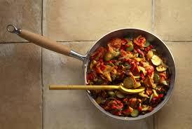 cuisiner aubergine a la poele recette de poêlée de courgettes et d aubergines ligne en ligne