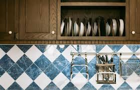 best way to clean and kitchen cabinets how to clean kitchen cabinets the right way about