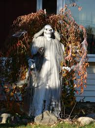 Halloween Decorations Outdoor Homemade by Simple Outdoor Halloween Decoration Ideas Featuring Diy White