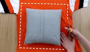 cucire un cuscino ecco come riciclare una vecchia maglietta in modo originale e