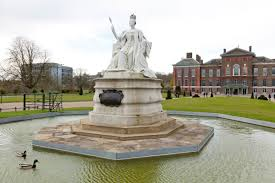 Kensington Pala Queen Victoria Statue Kensington Gardens The Royal Parks