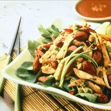 cuisine asiatique poulet recette salade asiatique de poulet aux amandes cuisine madame figaro