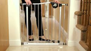 Baby Gates For Stairs No Drilling How To Install The Dreambaby Magnetic Auto Close Baby Gate Youtube