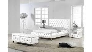 banquette de chambre chambre design nagua blanche avec un lit une banquette chevets