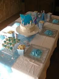 decoration table anniversaire 80 ans anniversaire reine des neiges la fête les hobbies d u0027aurélie