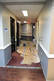 flur renovieren renovieren und neulackierung bürogebäude flur wände sprühverfahren