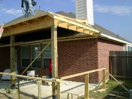 prettify the outer side of the house with covered patio plans