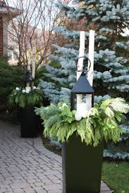 Decorate Outside Urn Christmas by Best 25 Outdoor Christmas Planters Ideas On Pinterest Christmas