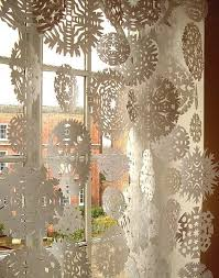 Creative Window Decorations For Christmas incredible ideas to decorate windows 22 creative window treatments