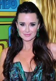 does kyle richards wear hair extensions love these earrings kyle richards in kjl emerald drop my