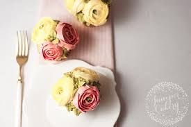 make beautiful buttercream flower cupcakes