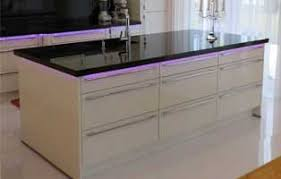 arbeitsplatte küche granit küchenarbeitsplatte aus granit vor und nachteile klepfer s