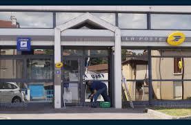 bureau de poste 14 economie le bureau de poste rouvre ce lundi après neuf semaines de
