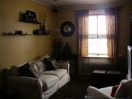 klein wohnzimmer einrichten brauntne enge und kleine räume einrichten mit modernem klapptisch