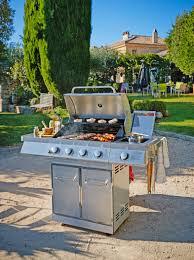 cuisiner avec barbecue a gaz barbecue gaz en inox 5 bruleurs avec cuve en acier avec une