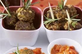 cuisiner des boulettes de viande boulettes de viande aux pignons de pin romarin et piment