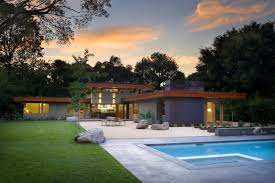 modern backyard with green dominated make it seems so modern and