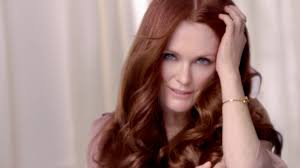 julie ann moore s hair color julianne moore for l oréal paris excellence crème tv advert