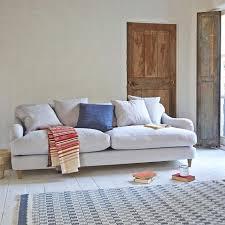 canapé cosy salon cosy 15 idées pour créer le recoin le plus chaleureux du monde