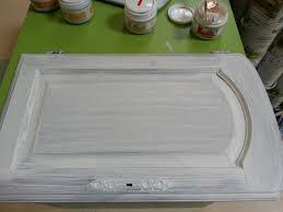 repeindre une cuisine en chene vernis peinture sur meuble repeindre porte de cuisine chêne vernis sans