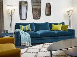 canap bleu roi canape en velours bleu canard salon living room
