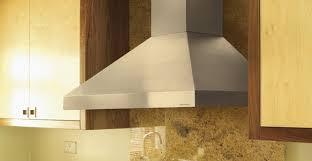 pose d une hotte de cuisine installation d une hotte de cuisine conseils et infos utiles