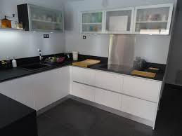 cuisine blanc brillant cuisine haut de gamme laqué blanc brillant plan de travail fenix ntm