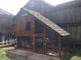 off the grid solar powered chicken coop and pen for backyard