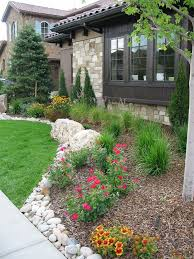 Front Yard Landscaping Ideas Pictures by Best 20 Front House Landscaping Ideas On Pinterest Front Yard