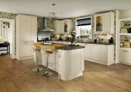 the high gloss of the glendevon ivory kitchen range from howdens the high gloss of the glendevon ivory kitchen range from howdens offers a modern look with