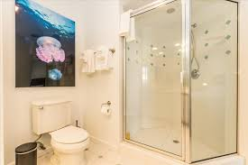 Bel Shower Door Bel Air Tiki Vacation Rental Villass In Lauderdale By The