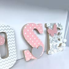 prenom en bois pour chambre lettres prénom en bois et tissu imprimé pour chambre de fille