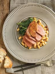 canard cuisine canard rôti aux haricots blancs et aux bolets avec foie gras poêlé