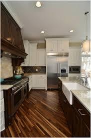 laminat für küche küche mit holzboden sind sie pro oder contra