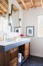 Old Fashioned Bathroom Pictures by How To Turn An Old Fashioned Bathroom Into Modern