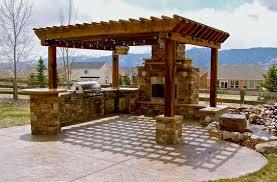 cuisine d été en bois cuisine d été 28 d aménagements pour profiter pleinement de jardin