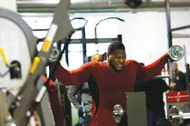 Ndamukong Suh Bench Press Turn Your Shoulders Into Boulders With This Workout Stack
