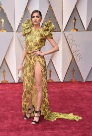 femme de chambre sans culotte en montre vraiment beaucoup trop sur le tapis 7sur7 be