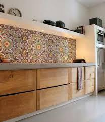 cuisine en carrelage crédence de cuisine en carreaux de mosaïques multicolore