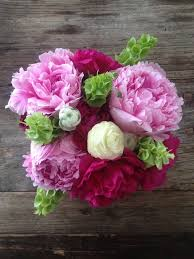 peony arrangement how to make a gorgeous peonies floral arrangement because im addicted