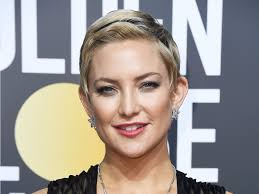 pixie haircut stories kate hudson debuted a new pixie cut at the golden globes 2018