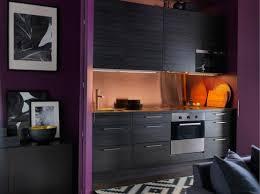 cuisine dans un placard cuisine encastré dans un placard idée de décoration ikéa