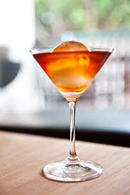 martini manhattan file manhattan cocktail with ice jpg wikimedia commons