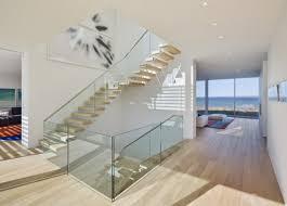 treppen holzstufen glas geländer treppen holz stufen treppe treppe