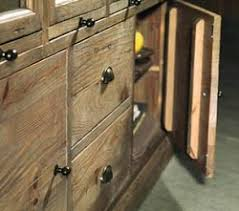 credenze rustiche credenza rustica in legno di pino vecchio troverai anche credenza