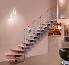 treppe ohne gelã nder viertelgewendelte treppe holzstufen metallstruktur ohne