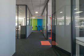 bureau haut aménagement de bureau haut en couleur à quentin fallavier
